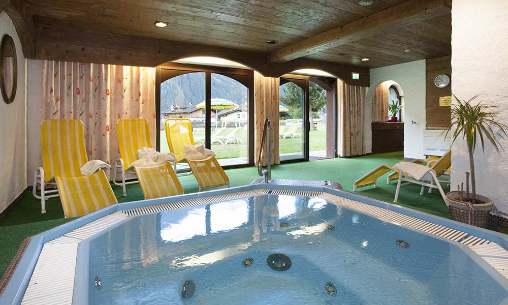 Wellness Massagen Hotel Almhof Pension Almrausch Urlaub im 4 Sterne Hotel in Neustift Milders Stubai Tirol