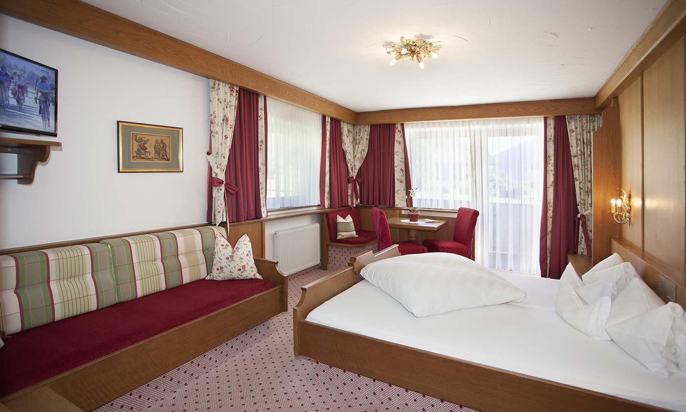 Familienzimmer mit Balkon Hotel Almhof Danler Hotel in Neustift Milders Stubai