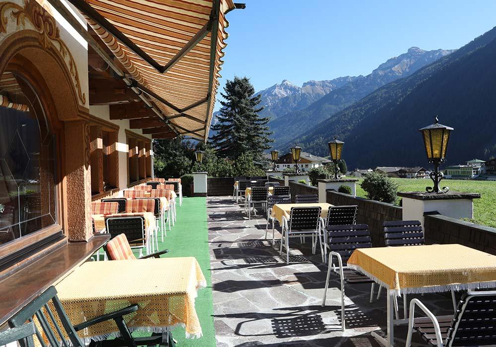 Hotel Almhof Four-star hotel in Neustift Milders Stubai Tyrol Austria