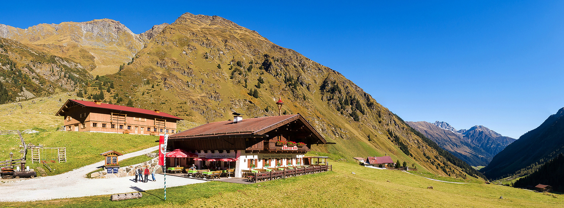 Oberiss-Alm-Ausflugsziel-im-Stubaital-Tirol